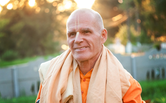 Bhakti-Raghava-Swami-smile